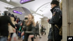 Policeman stands watch at Pushkinskaya subway station in St.Petersburg, Russia, April 7, 2017.