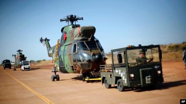 Francuski helikopteri na aerodromu u malijskoj prestonici Bamaku