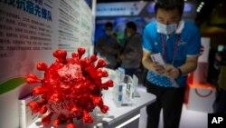 Stan perusahaan farmasi China Sinopharm dalam Pameran Internasional China untuk Perdagangan dan Jasa (CIFTIS) di Beijing, Sabtu, 5 September 2020. (Foto: dok).