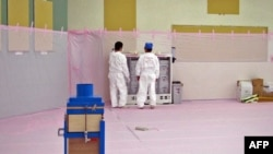 Công nhân làm việc tại nhà máy điện hạt nhân Fukushima, ngày 9/6/2011