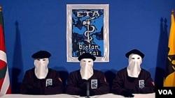 El año pasado la banda declaró que ponía alto a la violencia pero sus presos en las cárceles españolas rehúsan arrepentirse.
