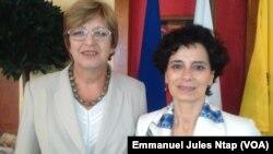 A droite, Carla Montesi, Directeur Afrique Centrale de la commission de l'union européenne à Yaoundé, Cameroun, 7 avril 2017. (VOA/Emmanuel Jules Ntap).