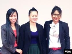 Ba phụ nữ nhận giải thưởng VWX, cô Sum Dany, Phat Sreytouch và Bunn Rachana.