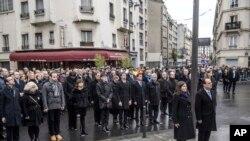 Shugaban Faransa Francois Hollande da Magajiyar Birnin Paris a bikin tunawa da hare-haren ta'adanci da aka kai ma kasar bara