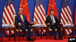 Ngoại trưởng Mỹ John Kerry và Chủ tịch Trung Quốc Tập Cận Bình