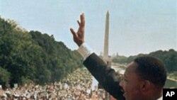 """Reveran Pastè Martin Luther King Jr., jou li tap fè diskou """"I Have a Dream"""" nan dat 28 out 1963 (Foto Achiv)."""