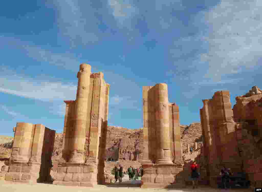 اردن کے شہر 'بترا' کے آثار قدیمہ کو سال 2007 میں دنیا کے نئے سات عجائبات میں شامل کیا گیا تھا۔