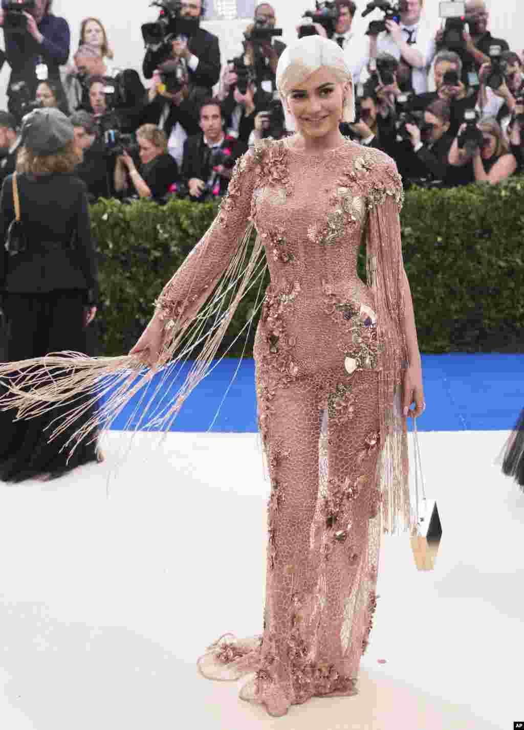 کایلی جنر در مت گالا ۲۰۱۷، مراسم مد و لباس به نفع موزه متروپولیتن در نیویورک