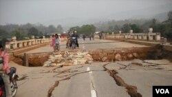 50 Moun Mouri Nan Tranblemanntè Birmani an