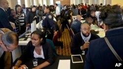 Demandeurs d'emploi au Salon de recrutement à New York le 2 novembre 2016.