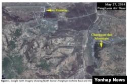 북한의 영변 핵 단지 근처에서 미공개 우라늄 농축시설로 의심되는 장소가 발견됐다고 미국의 정책연구기관 과학국제안보연구소(ISIS)가 21일(현지시간) 밝혔다. 오른쪽 노란 화살표가 가리키는 부분이 지하에 미공개 시설이 자리 잡은 곳으로 추정되는 장군대산이다. ISIS 제공 사진.