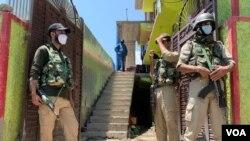 واقعے کے بعد سیکیورٹی اہل کار جائے وقوعہ پر الرٹ کھڑے ہیں۔