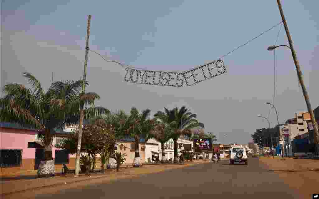 "An end-of-year sign in French reading ""happy holidays"" hangs over a largely empty street in the capital Bangui, Central African Republic, January 1, 2013."