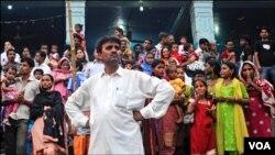 Nhiều tín đồ Ấn Ðộ giáo ở Pakistan đối mặt với tình trạng bị sách nhiễu, bị buộc phải cải đạo, bị tống tiền và cưỡng ép hôn nhân.