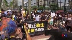 香港反水貨客抗議爆衝突 警方揮舞警棍驅趕示威者 (粵語)