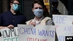 Demonstranti drže parole zahtijevajući prava za Ujgure, u New Yorku, 22. marta 2021.