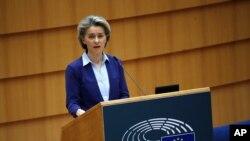 Presiden Komisi Uni Eropa, Ursula Von der Leyen di Brussels, 10 Februari 2021. (AP Photo/Francisco Seco)