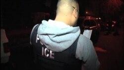 ICE aplica leyes por delitos y activistas protestan
