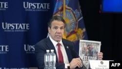 紐約州州長科莫在雪城舉行的每日新冠病毒疫情記者會上講話。(2020年4月28日)