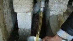 叙利亚人自己动手土法炼油