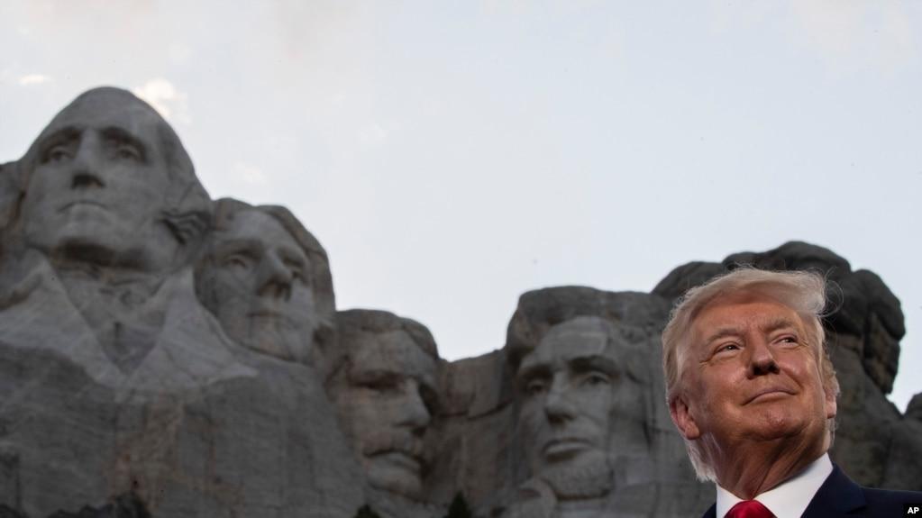 特朗普发贺词,蓬佩奥发声明 庆美国建国244周年