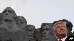美国总统特朗普周五(7月3日)在拉什莫尔山出席美国独立日庆祝活动。