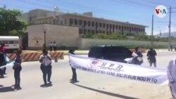 Ayiti: Yon Sit-in Devan Anbasad Amerikèn pou Mande Lèzetazini Sispann Sipòte Jovenel Moïse