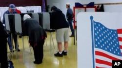 Американские избиратели голосуют. Город Спрингфилд, штат Иллинойс. 4 ноября 2014 г.