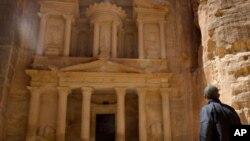 Başkan Obama, Ürdün'deki son temaslarının son gününde Petra antik kentini ziyaret etti.