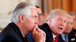 """""""Creo que trabajando con los miembros de la coalición, la ONU y, en particular, a través del proceso de Ginebra, podemos navegar hacia un resultado político en el que el pueblo sirio determinará el destino de Bashar al-Assad y su legitimidad"""", Rex Tillerson."""
