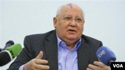Mantan pemimpin Soviet, Mikhail Gorbachev memberikan kuliah singkat soal riwayat hidupnya dalam politik di Universitas Internasional di Moskow yang ia dirikan (9/2).