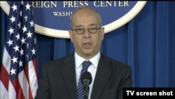 대니얼 러셀 국무부 동아태 담당 차관보가 3일 워싱턴 외신기자클럽에서 기자회견을 하고 있다.