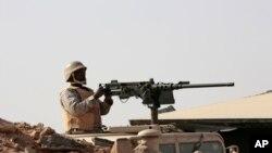 د یمن په سرحد کې د سعودي عرب یو عسکر د دندې پر مهال