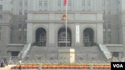 中國政府誓言將信訪納入法治軌道,不過訪民不相信法律能給他們帶來公正,他們仍然信訪不信法。圖為中國人民法院。(美國之音東方拍攝)