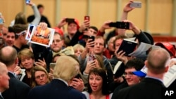Republican presidential candidate Donald Trump greets fans in Council Bluffs, Iowa, Dec. 29, 2015. Those making White House bids in 2016 are stepping up their campaign efforts.