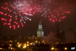 Fireworks explode over the Kremlin, during the New Year celebration in Moscow, Russia, Jan. 1, 2017. (AP)
