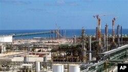 Instalasi minyak dan gas yang dibangun perusahaan Italia Eni, Mellitah, Libya.