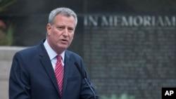 El alcalde de Nueva York, Bill de Blasio, conversó con Lisa Monaco sobre terrorismo.