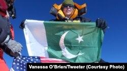 وانیسا اوبراین، نخستین زن امریکایی که قلۀ K2 را تسخیر کرد.