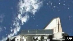 Phi hành gia Antonelli đã bay phi thuyền Atlantis vòng quanh trạm không gian trước khi bay về trái đất