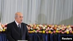 Le président algérien Abdelmadjid Tebboune prête serment lors d'une cérémonie à Alger, Algérie, le 19 décembre 2019.