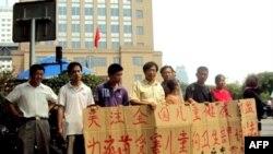 中国毒疫苗家长在北京卫生部请愿
