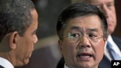 奥巴马总统和骆家辉(右)
