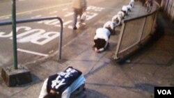 香港80後社運青年仿傚韓國農民,以苦行方式反對當局撥款興建高鐵 (照片由受訪者提供)