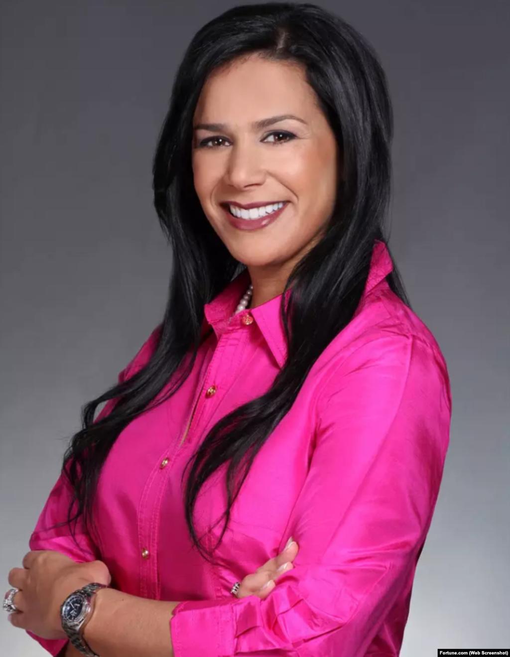 Yvonne Garcia lidera un equipo global que desarrolla soluciones para compañías Fortune 100.Antes de unirse a State Street, fue directora de Marketing and Distribution Strategy en Liberty Mutual, donde desarrolló e integró su iniciativa de marketing hispano. También se desempeñó como VP de Mass Affluent Marketing para Bank of America, y su Programa de Asistencia Estratégica de China Construction Bank.