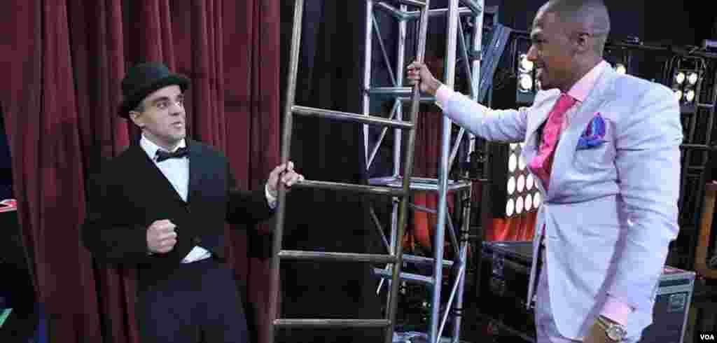 Üzeyir Novruzov America's Got Talent şousun aparıcısı ilə