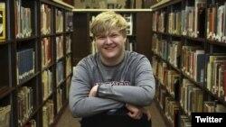 Braxton Moral, remaja SMA dari Kansas yang meraih ijazah SMA dan ijazah sarjana dari Harvard dalam bulan yang sama.
