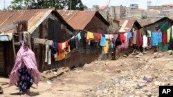Một người phụ nữ trong khu ổ chuột Korogocho, Nairobi, Kenya, 06/04/2011