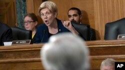 La senadora demócrata Elizabeth Warren es una de las firmantes. Según la ley, Yahoo debería haber notificado a Verizon en menos de cuatro días si tenía constancia de un ataque de piratas informáticos, ya que aún se encuentra en proceso de adquisición.