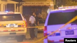 Cảnh sát điều tra tại hiện trường vụ nổ súng ở Philadelphia, 20/6/2015.